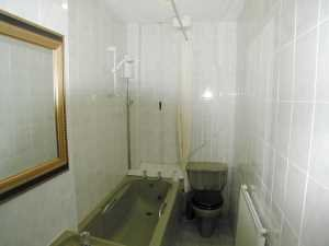 eu027bathroom_300
